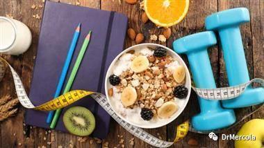 Mercola医生告诉您:锻炼前要先吃早餐吗?
