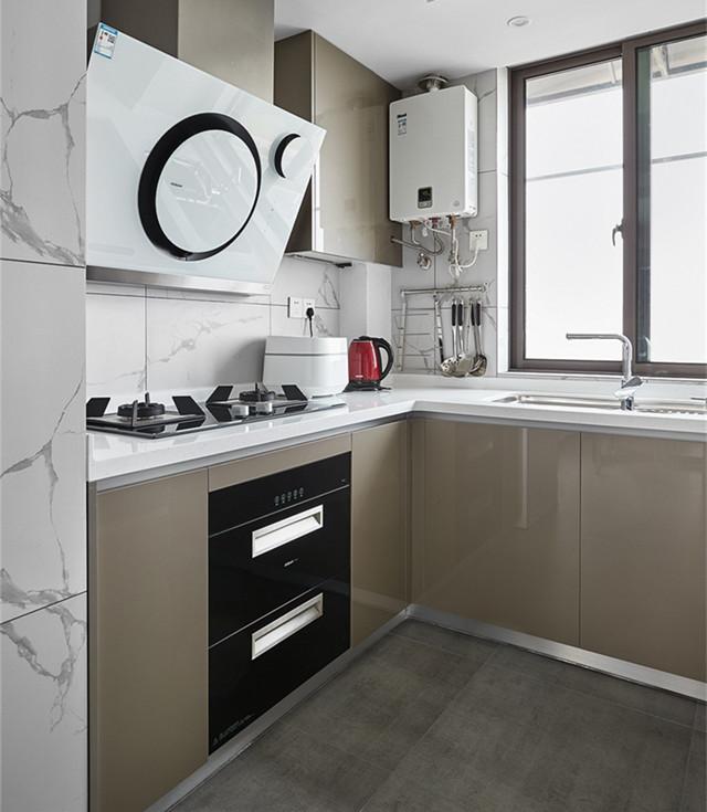 l字型作为百搭的厨房布局,不论是狭长型,或是小正方形都没问题.