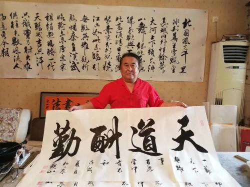 拥有中国书法家协会会员万富永,启功大弟子李传波;国宾礼书法家观山图片