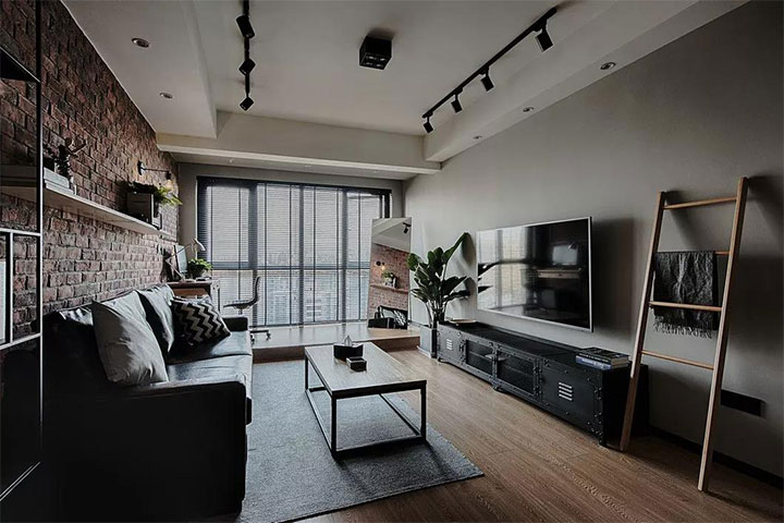 本案业主对金属物品具有浓厚兴趣,崇尚粗犷的水泥工业风,客厅背景墙图片