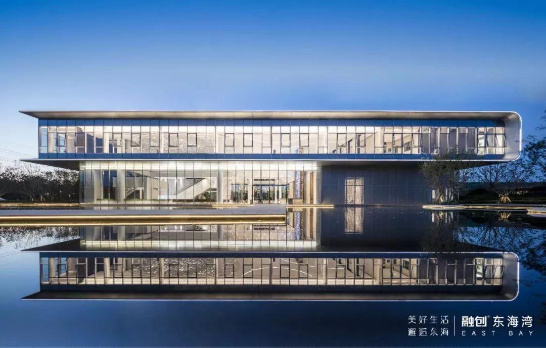 3 在融创东海湾咨询中心,热情的置业顾问向笔者介绍了项目的具体情况