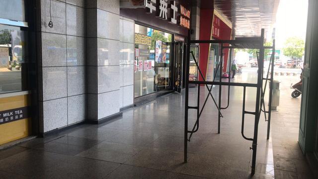 杭州富阳区汽车客运南站被指超市开到候车室