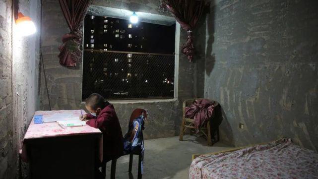 烂尾楼里的 30 位房奴:每天爬 18 楼、一个月洗一次澡搜狐焦点北京站插图(22)