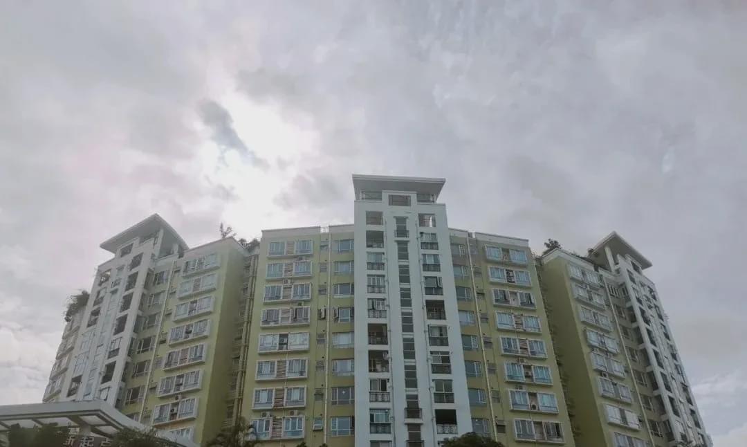"""深圳""""富人区""""的""""穷人"""",住1500万的房子,拿4000工资"""