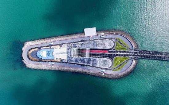 华美节能科技集团助力港珠澳大桥顺利通车