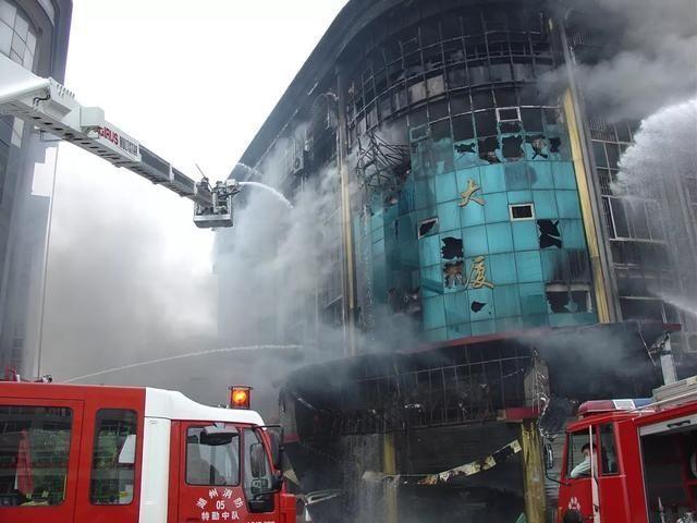 """《新闻联播》聚焦湖州织里,消防安全助力""""中国童装之……"""