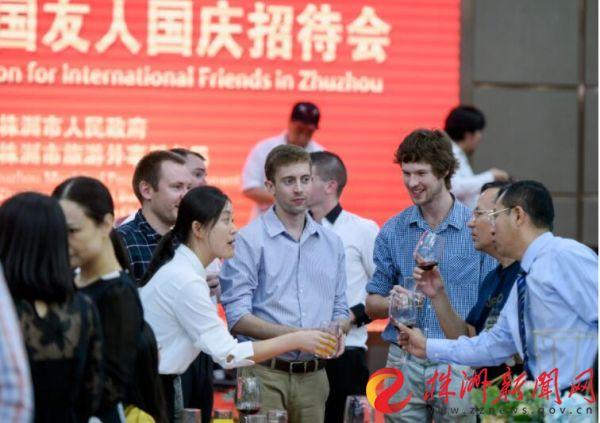 共庆佳节 株洲市举办外国友人国庆招待会