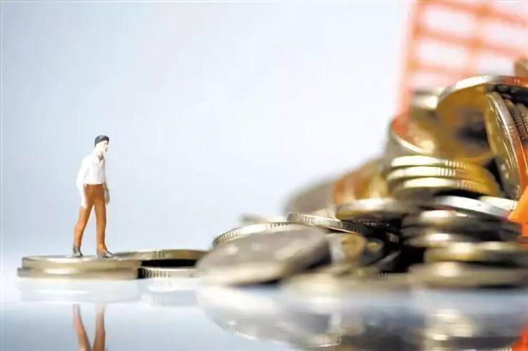 防控内外风险叠加 促进宏观经济平稳运行