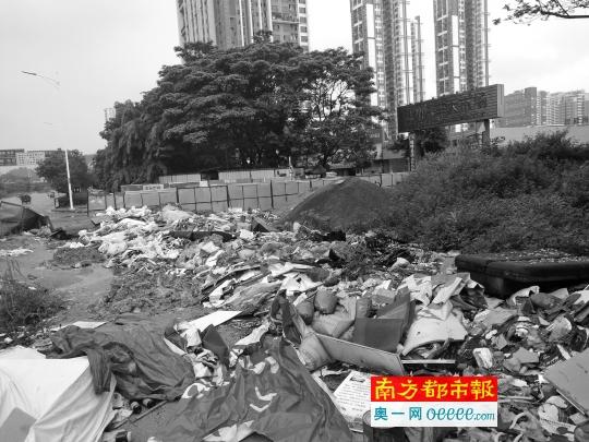 道路扩建围蔽停工十月 惨变垃圾场 谁来处理垃圾?