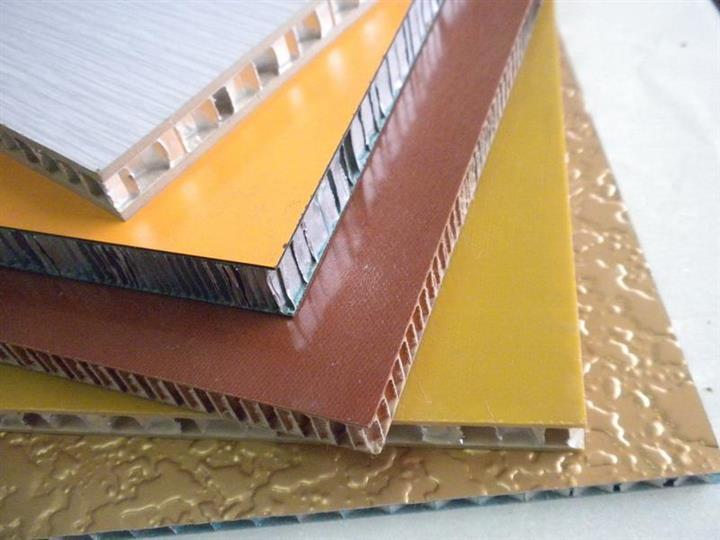 在建筑中,铝单板、铝塑复合板与铝蜂窝板有什么不同呢?