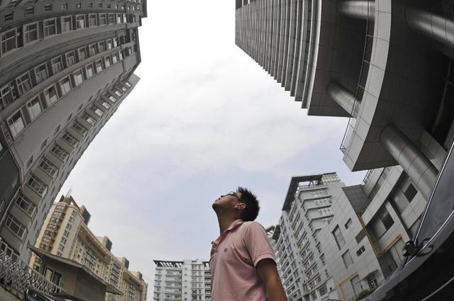 年轻人买房是在接盘高房价?背后的真相让人心酸不已