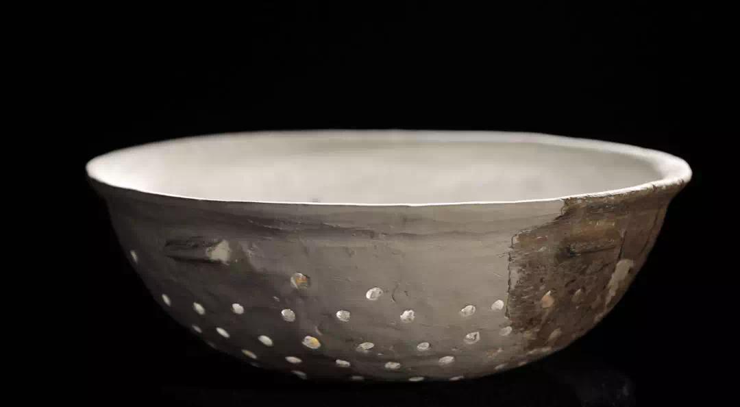 复原的盆形陶甑