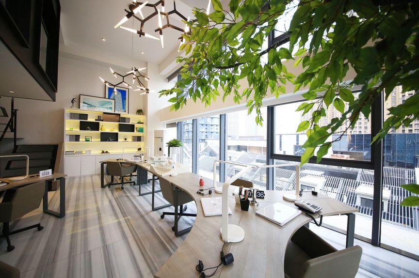 能种树的办公室搬了电脑到阳台办公 阳台办公装修设计案例欣赏