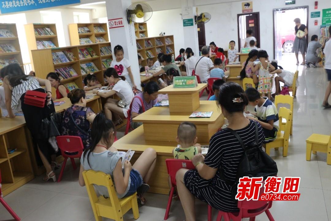 """暑假去哪儿:图书馆成孩子们首选""""避暑胜地"""""""