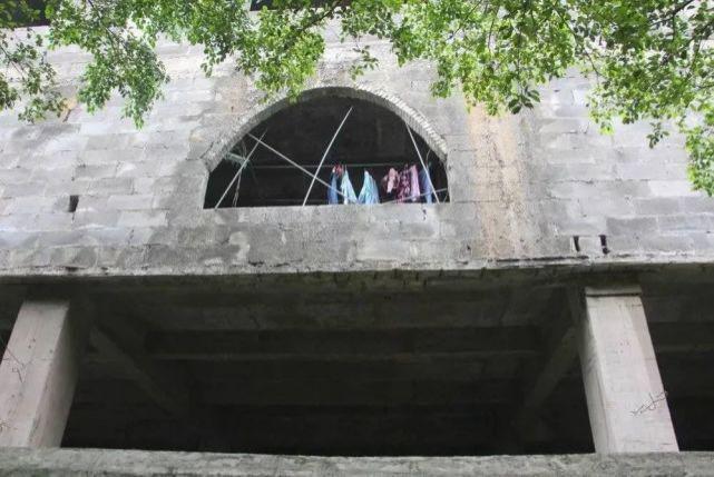 烂尾楼里的 30 位房奴:每天爬 18 楼、一个月洗一次澡搜狐焦点北京站插图(34)