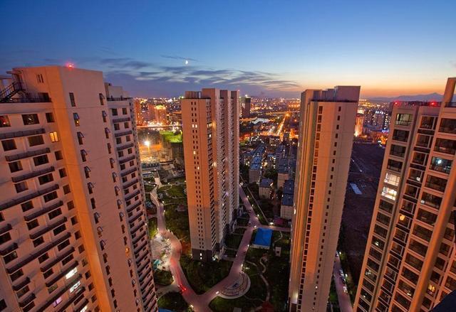 房价下跌是正常的楼市反应,等待房价跌到人人都买得起不太现实