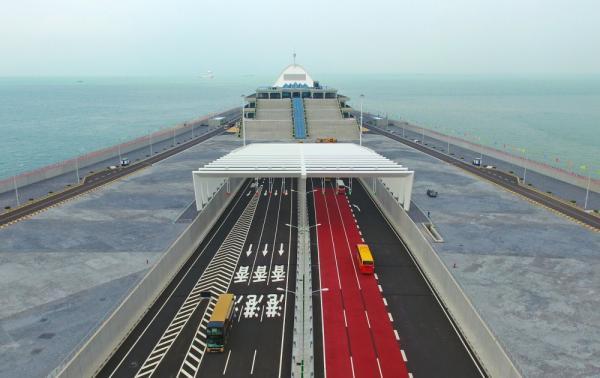 港珠澳大桥通车后第2个周日,超9万人次出入境创新高