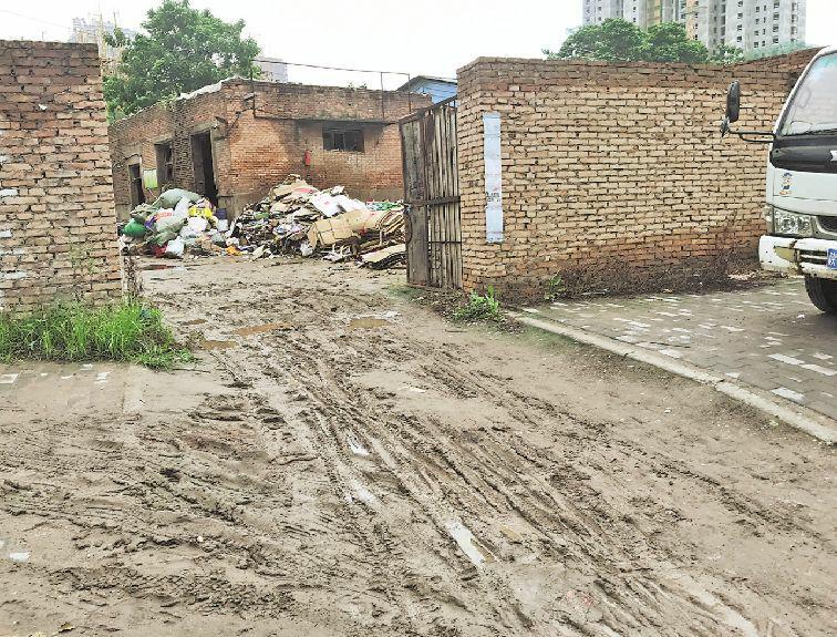 渭南城区部分路段环境卫生有待整改