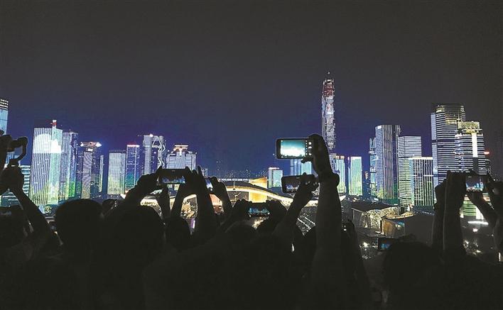 灯火璀璨庆国庆!43栋楼118万个LED点光源联动表演