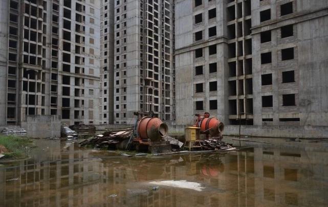 烂尾楼里的 30 位房奴:每天爬 18 楼、一个月洗一次澡搜狐焦点北京站插图(9)