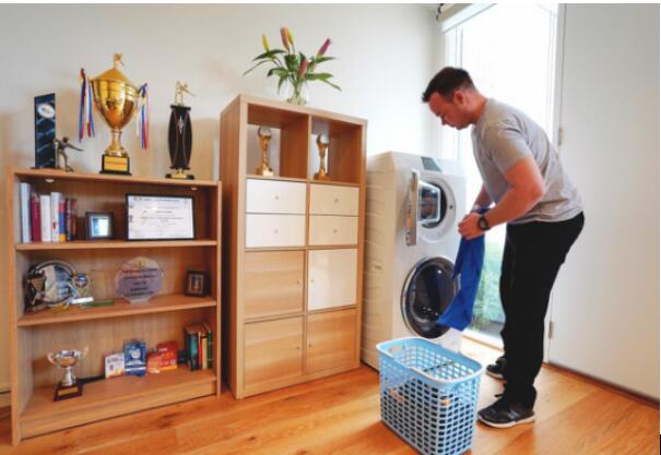 澳洲台球冠军贾斯汀·坎贝尔成为卡萨帝洗衣机用户