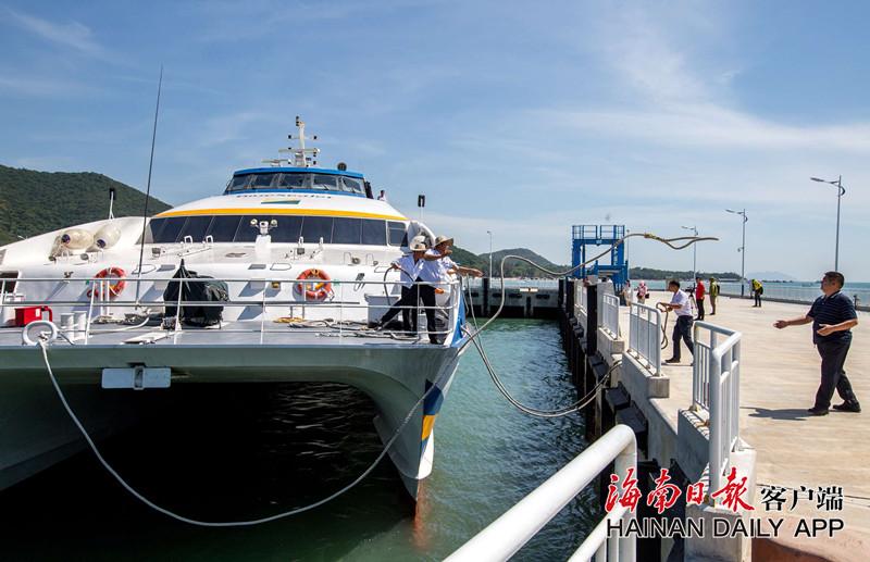 三亚首个海上巴士迎客 打通市区与各大景点通道