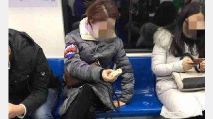 """""""地铁凤爪女""""被北京警方行政拘留"""