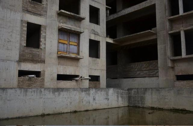 烂尾楼里的 30 位房奴:每天爬 18 楼、一个月洗一次澡搜狐焦点北京站插图(26)
