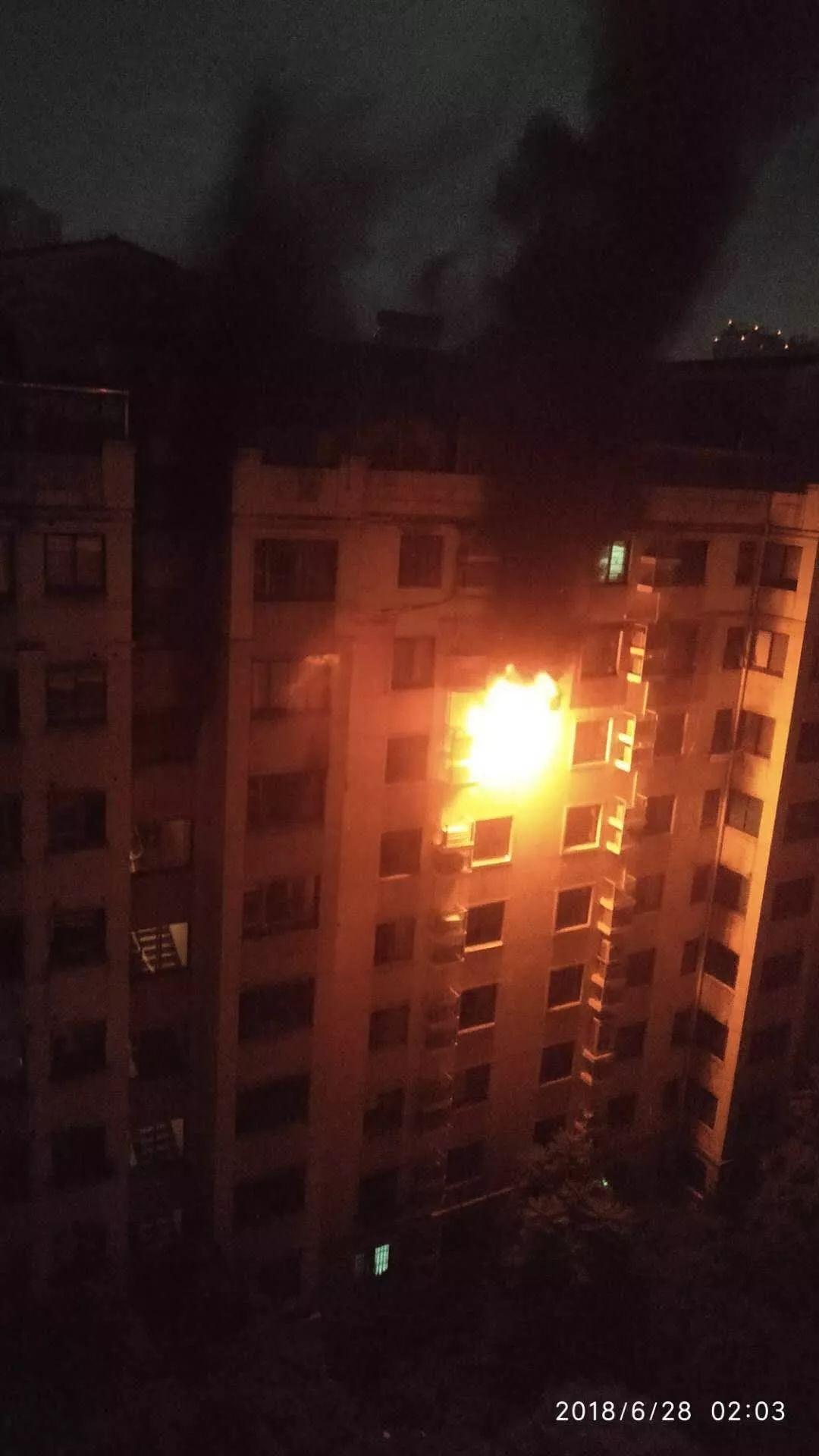 恐怖!東湖花園凌晨起火,但消防栓里竟沒有水!結果…