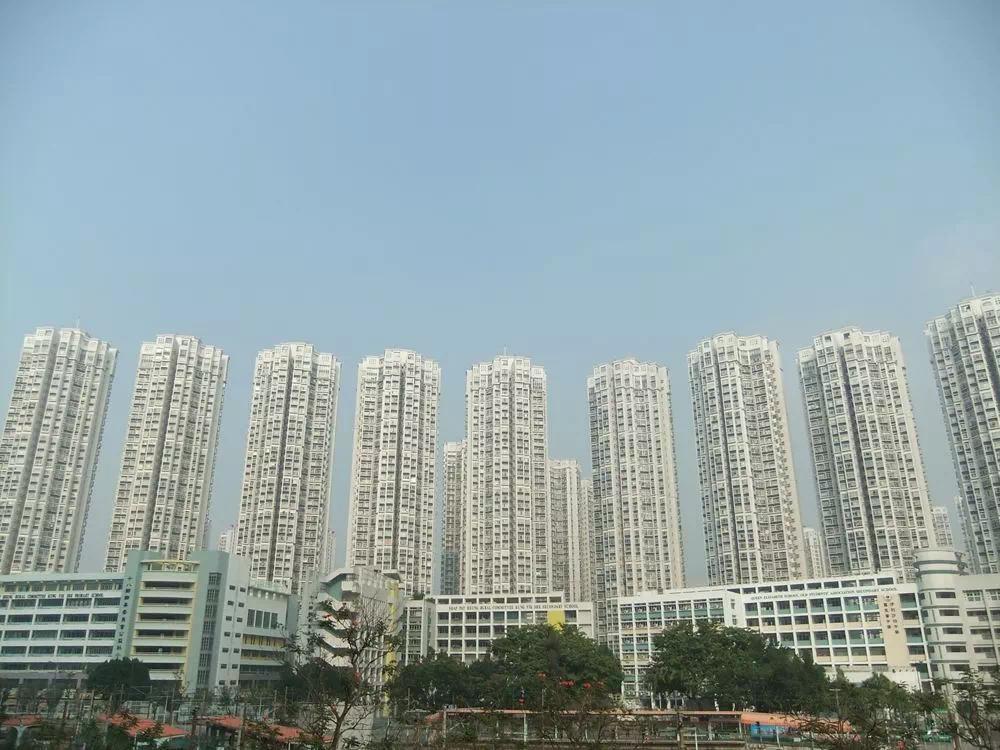 香港楼市开始崩盘,20年前的悲剧将要重演,内陆房价何去何从?
