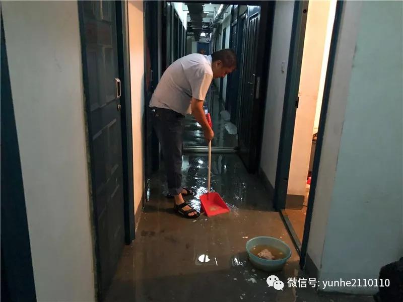 南池水景园:暴雨致地下室进水、电梯停用!物业、开发商互踢皮球