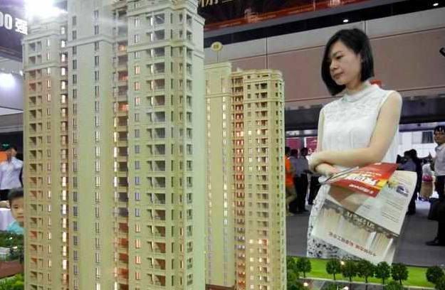 专家:房价不会暴跌,别嫌贵抓紧买,十年后或更买不起