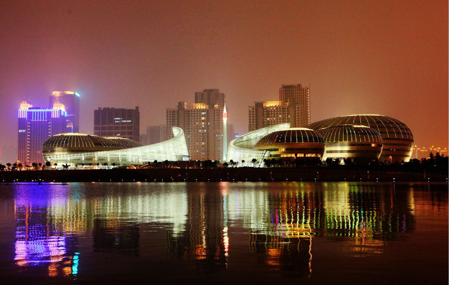 使用兴发铝型材工程:中原大地艺术殿堂之河南艺术中心