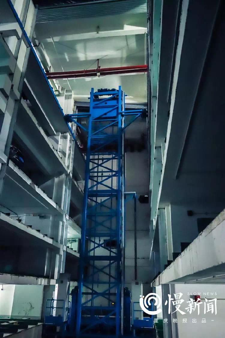 拥有搬车机器人的智能车库,解放碑商圈投用