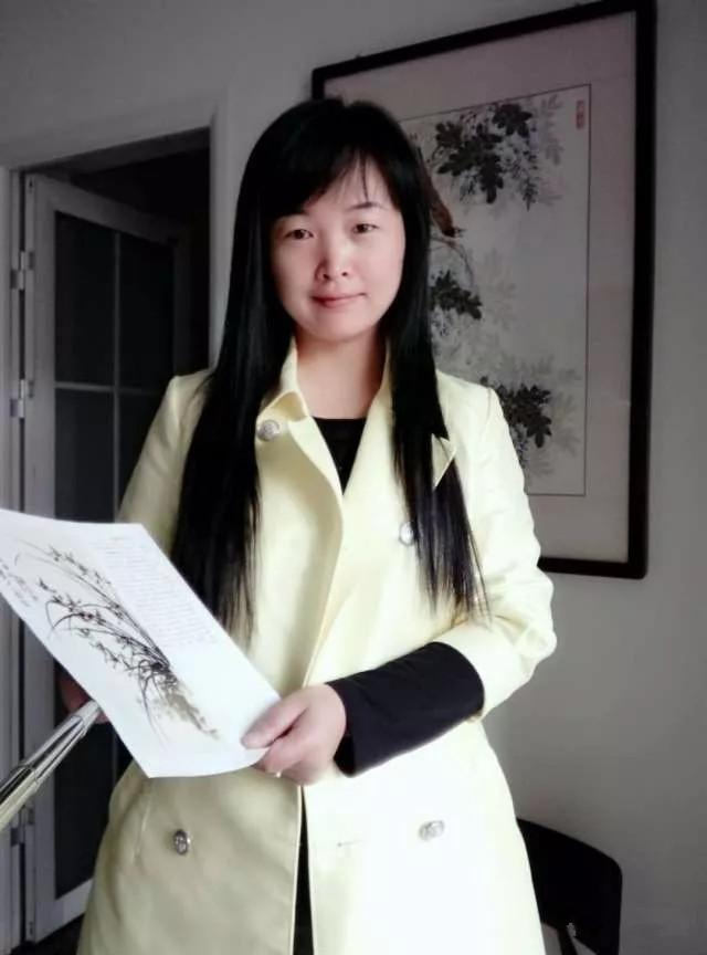 中式客厅沙发背景墙装饰,富贵吉祥的牡丹图更显家居魅力