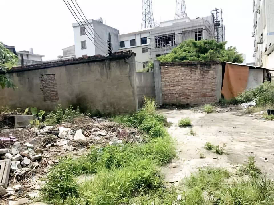揭东区违搭建筑堵通道,居民出入得绕行