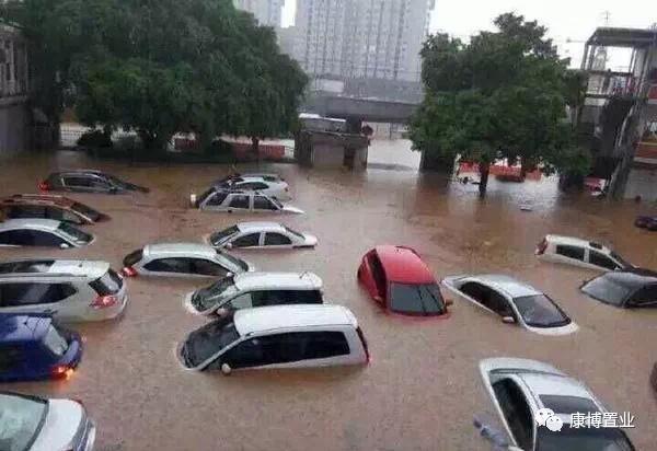 台风来袭 还好有车位!