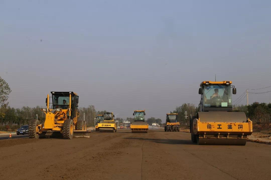 许昌新元大道东段拓宽提质工程全线水稳碎石施工圆满完成