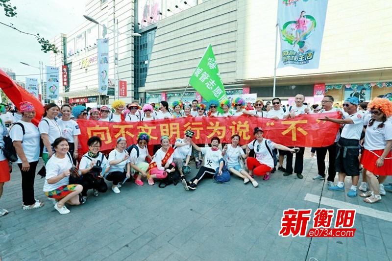 """衡阳公益城管志愿者借助""""彩跑""""开展文明劝导"""