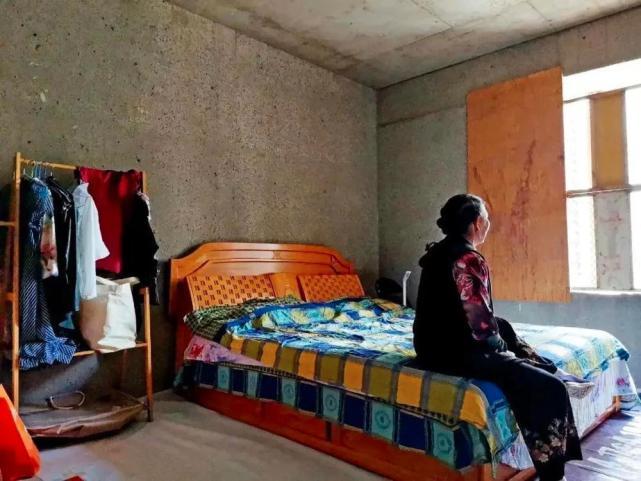 烂尾楼里的 30 位房奴:每天爬 18 楼、一个月洗一次澡搜狐焦点北京站插图(5)