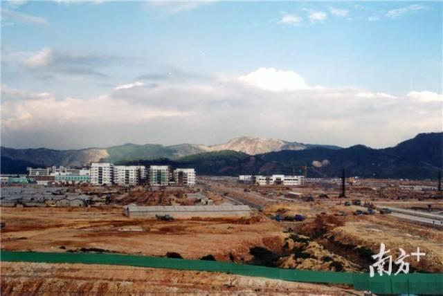 改革开放40年,东莞这个小镇如何跻身全国百强镇?