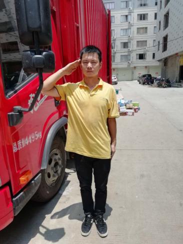 """我是一个兵:苏宁快递员凌晨救人却说""""就是件小事"""""""