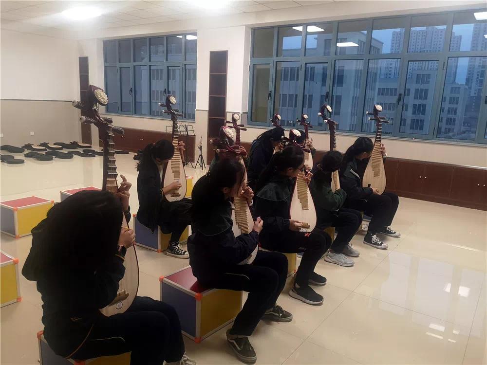 源盛城发集团组织业主参观北师大保定实验学校