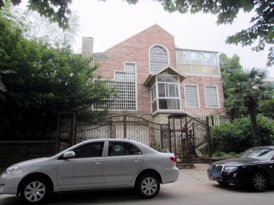 江宁碎尸豪宅正在拍卖!22个人在抢!房价5折封顶!