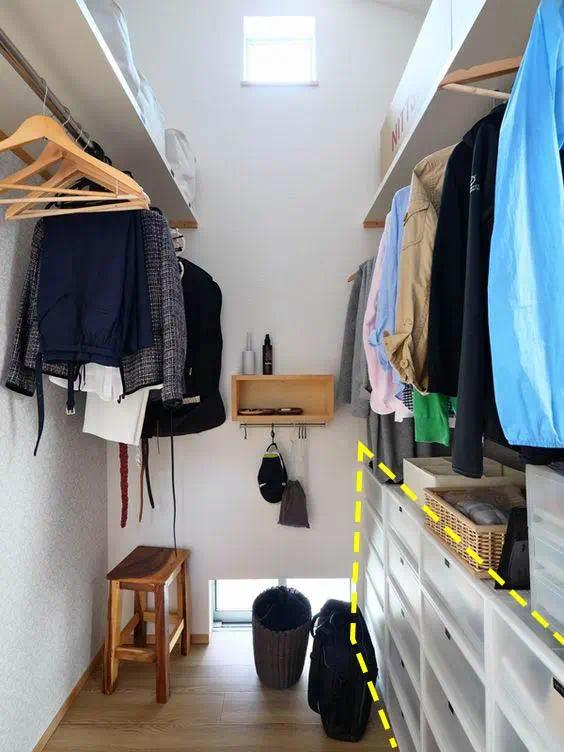 《【摩登3平台官网】日本人做收纳我服了,搁板加几根杆就是衣帽间,偏偏还很实用!》