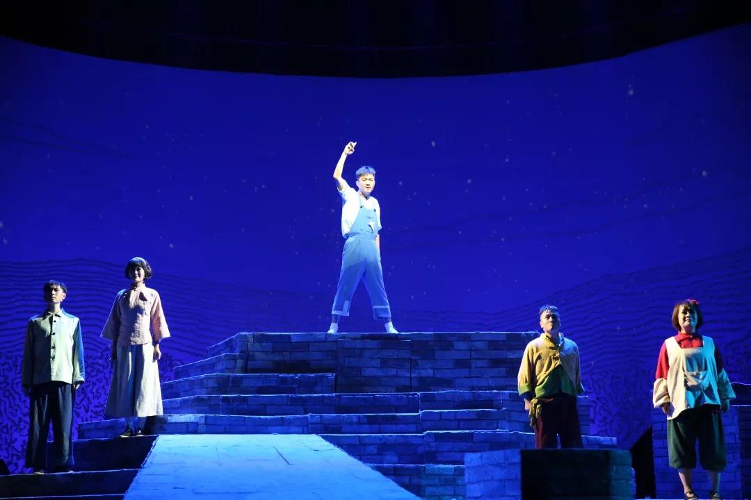 【免费送票】奥特莱斯奉献《戴星星的孩子》话剧演出