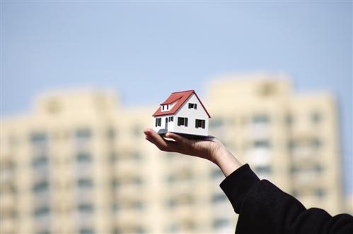 """上市房企的资本魔术:一手控制负债率 一手扩充""""买地"""