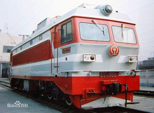 这一年 中国首台快速客运电力机车在株问世