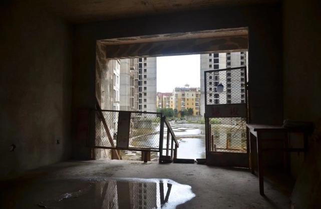 烂尾楼里的 30 位房奴:每天爬 18 楼、一个月洗一次澡搜狐焦点北京站插图(12)