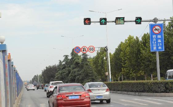 魏武大道施工路段 左转和直行信号灯能否同步?